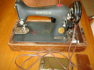Singer Blackside 1940's Sewing Machine w/ Foot Pedal in Bentwood Case