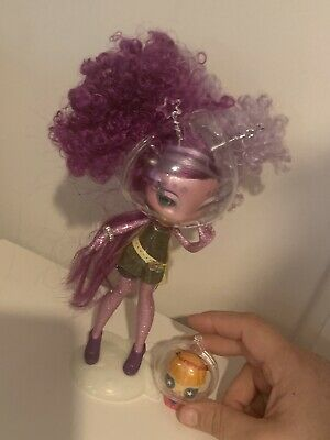 MGA Novi Stars Ari Roma Alien Doll With Pet O2 And Stand Owned By Collector
