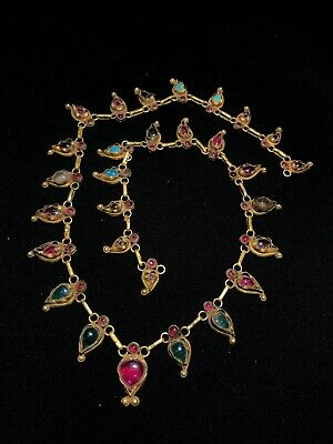 A beautiful ancient Gold necklace with old garnet stones