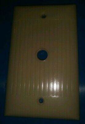 Vintage Sierra Electric Corp Ivory Ribbed Cable Coax Wall Cover Plate D-11