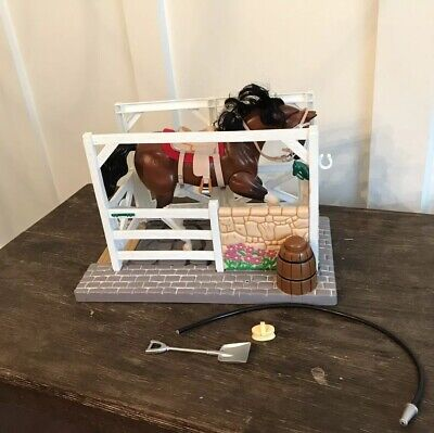 Empire Grand Champions Feed N' Groom Horse Stable Playset 1998