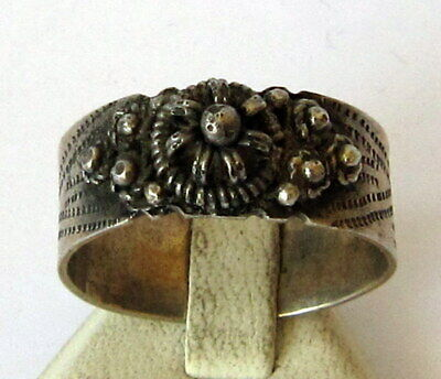 NICE SILVER MEN'S RING FROM 18/19 th c.WITH ENGRAVING/FILIGREE ON THE TOP # 332