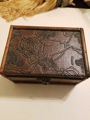 Vintage Hand Carved Wooden Jewelry Trinket Box Flowers with swinging latch
