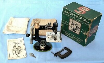 Vintage Antique CHILD'S SINGER SEWING MACHINE - patented 1922 - with Box
