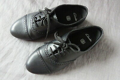 Girls black Clarks leather lace up school shoes. Size 13g.