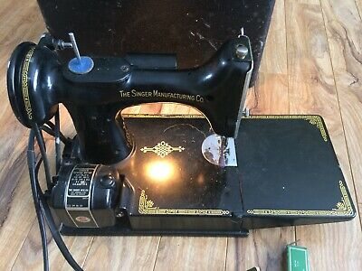 Vintage Singer Sewing machine Featherweight 221-1 With Pedal And Case