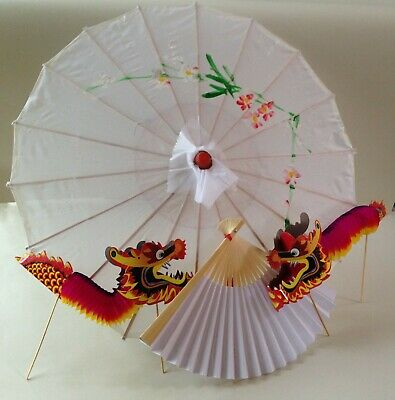 Traditional Chinese accessory set white parasol & fan and 2 concertina dragons