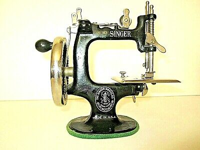Early Antique Singer Sewing Co. Model 20,  7 Spoke Child's Real Sewing Machine