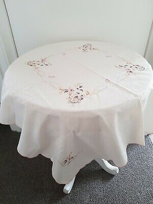 EXQUISITE VINTAGE  TABLECLOTH,  EMBROIDERED Good preloved condition.
