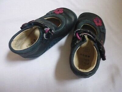 clarks girls shoes size 3.5g