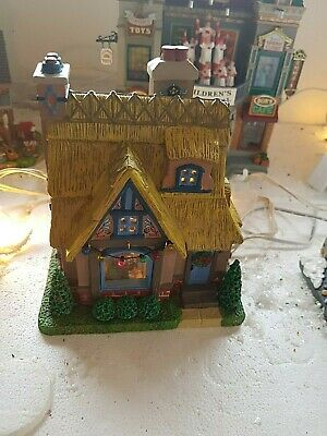 """Lemax  """"Cozy Cottage"""" 2019 with Aussie light.NO bOX Mint condition ex display"""