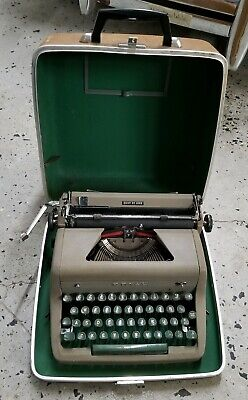 Vtg ROYAL QUIET DELUXE PORTABLE MANUAL TYPEWRITER WITH CASE gray green