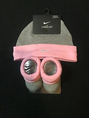 Nike  Infant Girls Baby Newborn Beanie & Booties Crib Shoes Set Sz 0/6 mo
