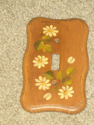Vintage Decorative Daisies On Wood Wall Switch Plate!