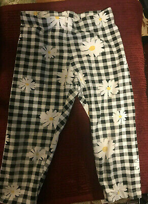 Wonder Nation 6-6x black and white checked capris w daisies