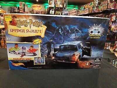 """Hot Wheels Harry Potter Spider Swarm Playset with Weasley """"Flying"""" Car"""