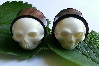 1 Pair Organic Hand Carved 3D Hooter Owl Face Sawo Wood Ear Plugs Tunnels Gauges