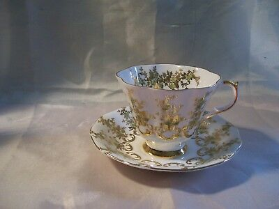 Stunning Queen Anne Floral Gold Teacup Saucer England Scallop Footed EUC  P