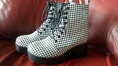 Beauty Girls Black & White Dogtooth Ankle Boots Size 6 VGC