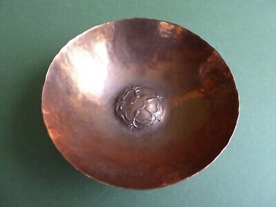 SUPERB Orig ANTIQUE 20thC Arts&Crafts Hand hammered TUDOR ROSE COPPER Bowl c1910