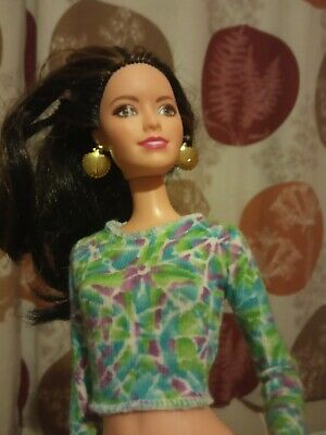 Retro top for barbie doll .