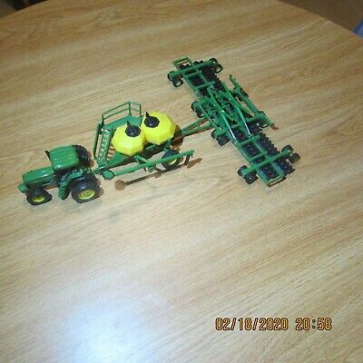 John Deere 1:64 Scale Model Air Seeder Set and double rear tire tractor