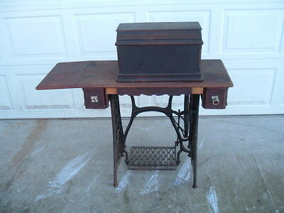 Singer fiddle head treadle sewing machine w/ coffin cover cast iron base