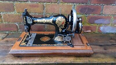 EARLY 1900's VINTAGE JONES FAMILY CS SEWING MACHINE WITH HAND CRANK CASKET CASE
