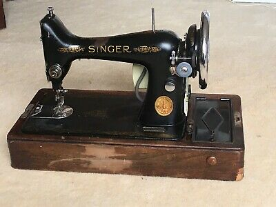 Vintage Singer 99k Sewing Machine With Case And Key