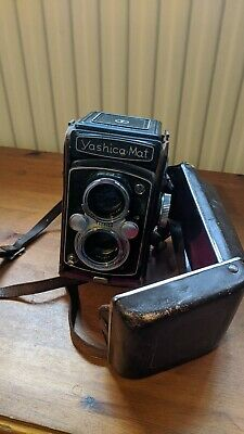 Yashica mat with leather carry case 1:3.5 80mm