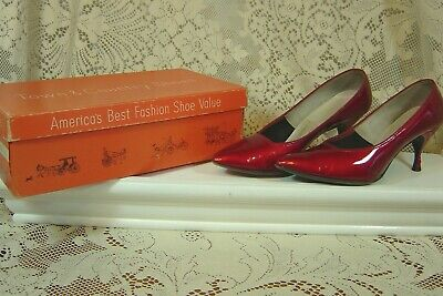 Vintage Town & Country Strawberry Red Patent Heels Size 5 1/2 B With Box