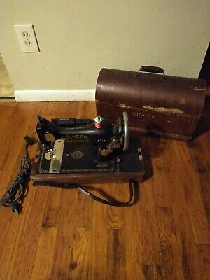 Antique Singer Sewing Machine with Leg Pedal and Wooden Case JB178767