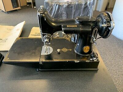Singer Featheweight Model Class 221 With Original Case Book And Accessories 1939