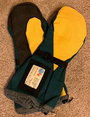 Green Bay Packer Colored Mittens Green and Gold Lined Warm NICE!