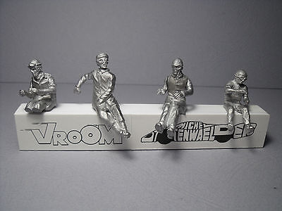 4  FIGURINES  SET 38 A  PILOTES  ANNEES 60  ASSIS  VROOM  KIT 1//43  NO SPARK