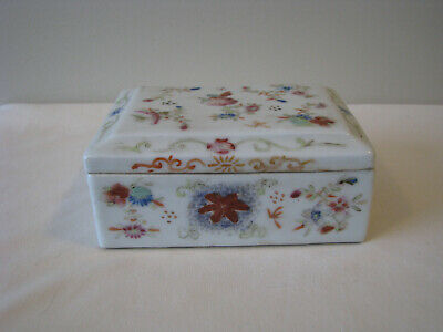 Chinese Famille Rose Porcelain Dresser Box
