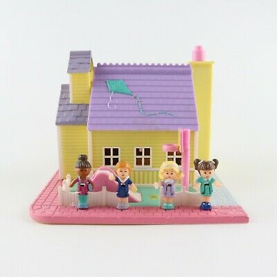 POLLY POCKET 1993 LIGHT UP School House Schoolhouse *COMPLETE w/ HOOP*