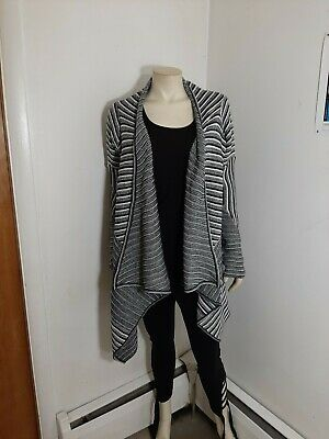 BB Dakota Black/White Sweater sz M...in great condition...no holes,spots or...