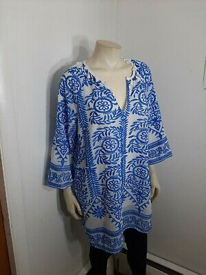 omeo and Juliet couture Top Sz L . New...in excellent condition...no holes,spots