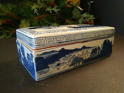 Antique Chinese Kangxi Qing Dynasty Blue and White Box Mountain Water Scene