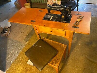 Vintage Singer sewing machine in cabinet **FREE SHIPPING **