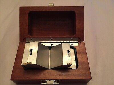 Brown and Sharpe Precision Adjustable Angle Block with wood box