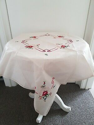 EXQUISITE VINTAGE  TABLECLOTH,  EMBROIDERED Very Good preloved condition.