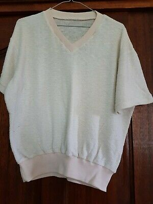 FUNKY Vintage 60s or 70s short sleeve v neck knit top. Pale yellow. Size L