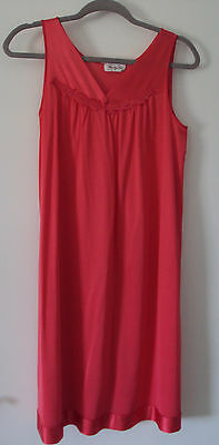 Vanity Fair Vintage Gown Sleeveless Womens Small V Neck Nylon Coral Pink 1970s?