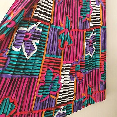 VINTAGE graphic print pleated skirt SIZE 16-18 (approx)