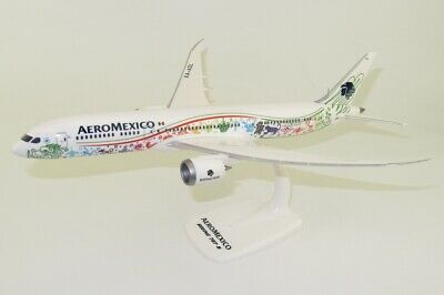 LOT Polish Airlines Boeing 737-8MAX PPC 1:200 Plastic Snap Fit