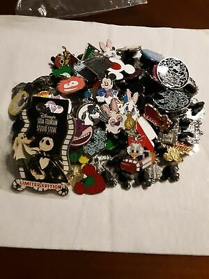 Disney pins lot of 100 and 100% tradable and a carded pin usa selle aq