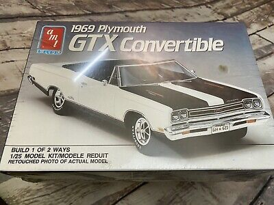 AMT 1/25 1969 Plymouth GTX  Convertible 6428 Model Car Kit Sealed