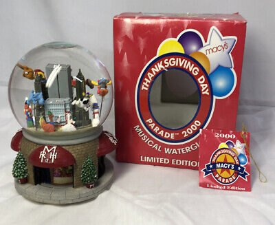 2000 Macy's Thanksgiving Day Parade Musical Water Snow Globe W/Twin Towers